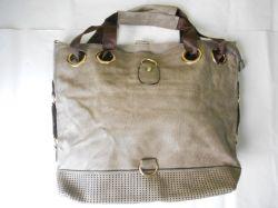 Bolsa feminina com detalhes